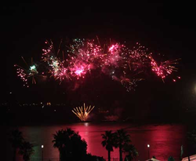 8cf0c8fb874e9b2-WaterfrontFireworks